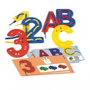 Przewlekany alfabet i cyfry w walizce