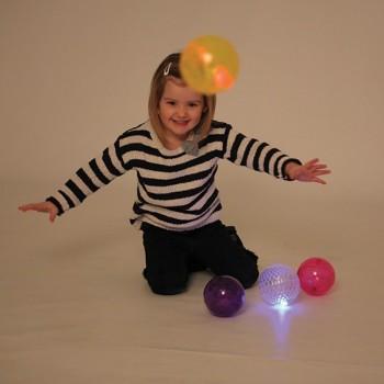 Świetlne i dotykowe piłki