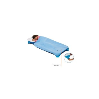 Polarowy kocyk z gumkami na przegach łóżka