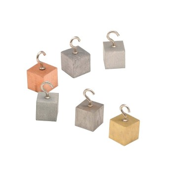 Zestaw 6 różnych bloków metali z zawieszkami