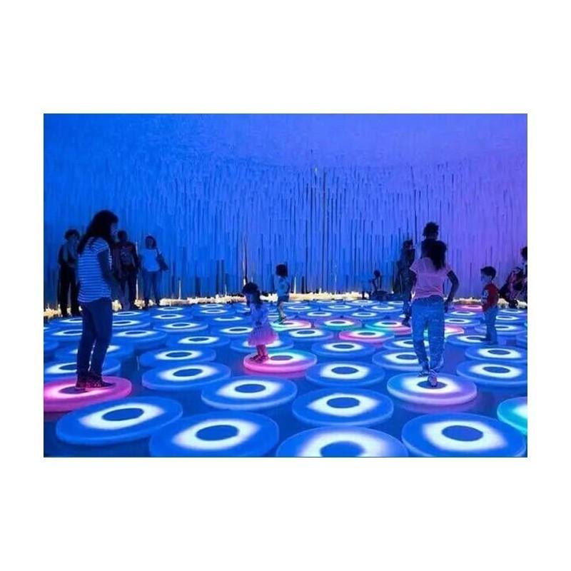 Interaktywny panel podłogowy podświetlany